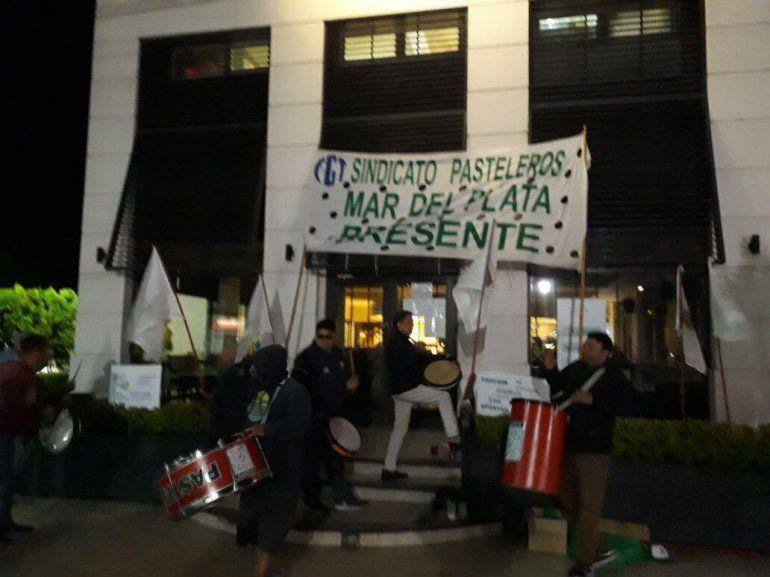 Conflicto en la Boston: Necesitamos trabajar y que nos paguen lo que se nos debe