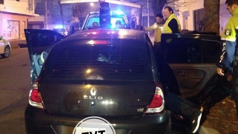 Manejaba borracho y chocó contra dos taxis en Gascón e Italia