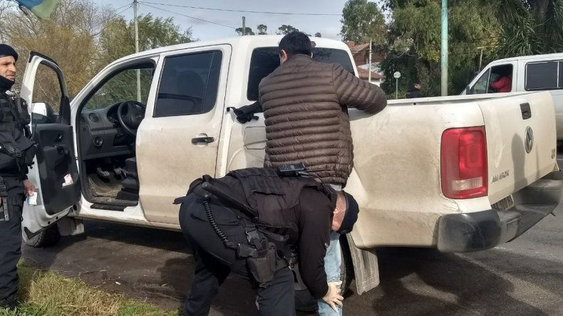 Circulaba con un arma de fuego y la VTV trucha: fue aprehendido en un control