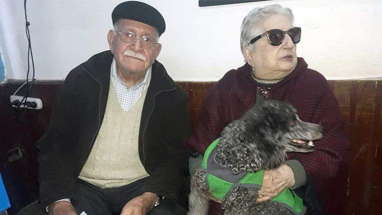 Apareció la perra de la pareja de ancianos que regalaba su jubilación a quien la encontrara
