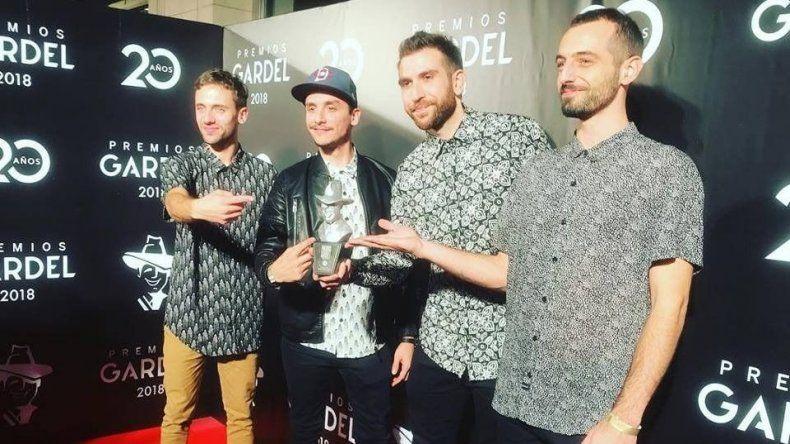 Huevo vuelve a la ciudad tras obtener el Premio Gardel a mejor banda de rock