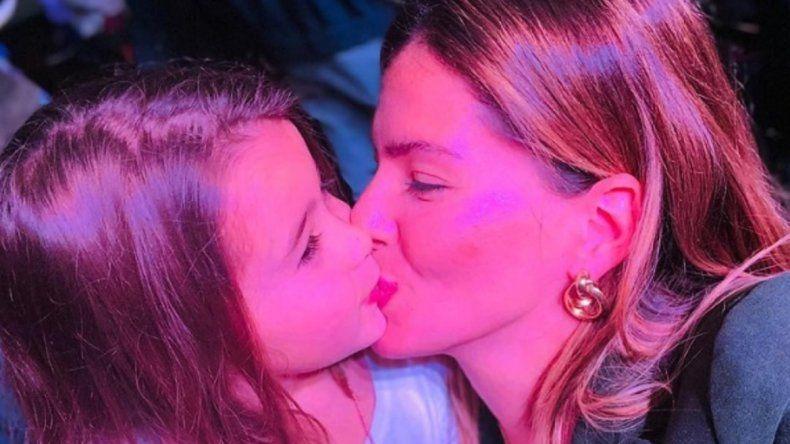 La China Suárez besó en la boca a su hija, recibió críticas y se burló de sus seguidores en un video