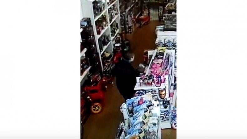 Video: así roban en una juguetería del centro
