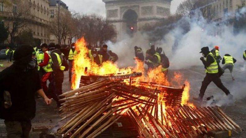 Arde París: incendios, saqueos y 80 heridos en medio de las protestas