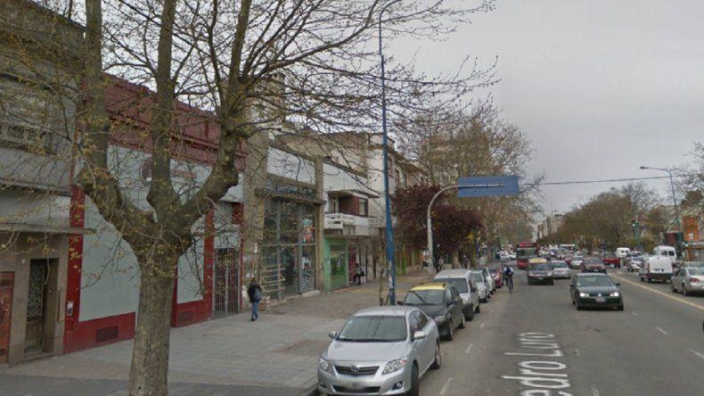 Conoció a una joven en un boliche de la avenida Luro y chocó con su moto: ella murió