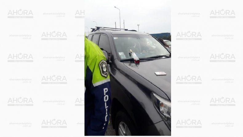 Un conductor manejaba borracho y tomando alcohol por el Puerto