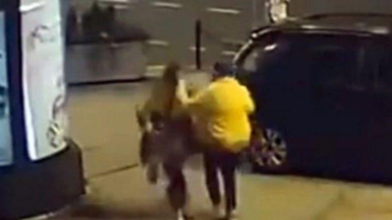 Video: ex luchador de UFC salvó a una mujer que era golpeada en la calle