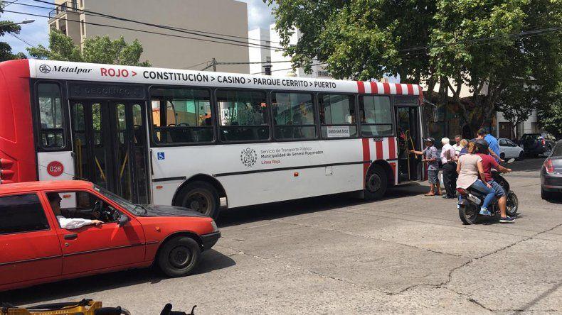 Un colectivo chocó en Peralta Ramos y la 39: cinco mujeres heridas