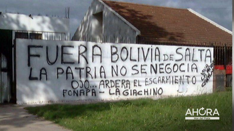 Procesan a tres imputados por pintadas discriminatorias en el Centro de Residentes Bolivianos
