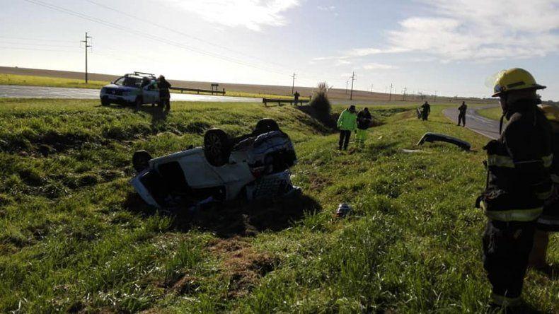 Un hombre murió al volcar un auto en la ruta 226