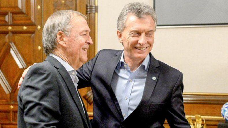 Macri y Schiaretti: un encuentro con abrazos y risas en la Casa Rosada
