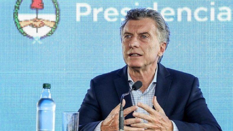 Macri felicitó a la directora de la escuela 62 por los 100 años de la institución