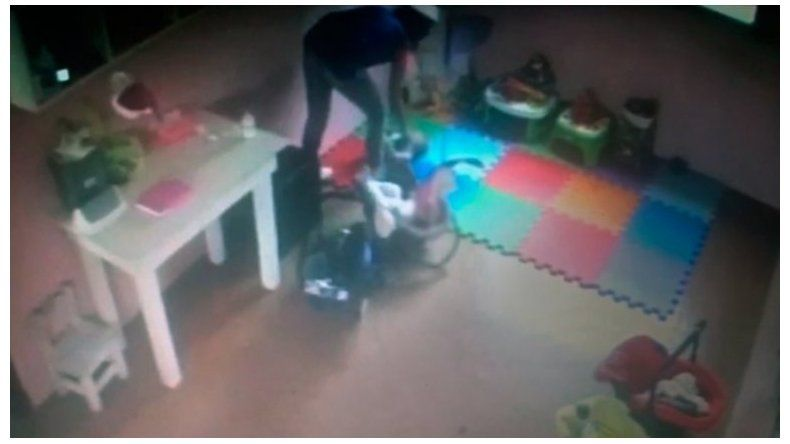 Aberrante video: así maltrataban a una beba de cuatro meses en un jardín
