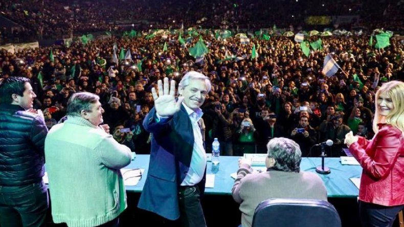 """Alberto Fernández: """"A Macri se le acabaron los semestres para reactivar el país"""""""