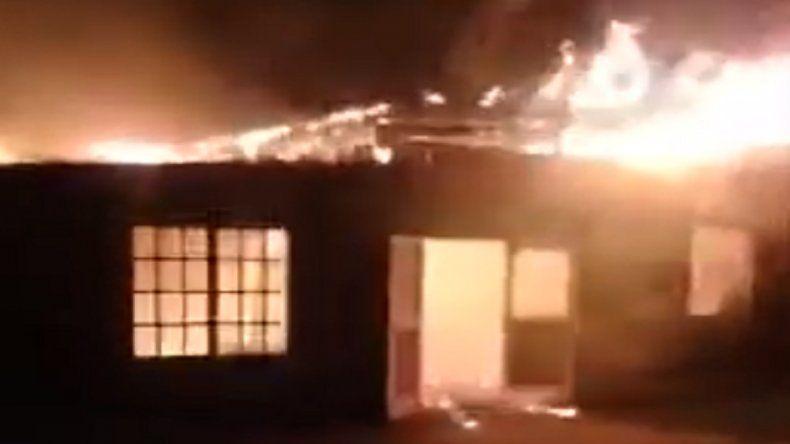 Fomentistas denuncian incendio intencional en una bioconstrucción de Acantilados