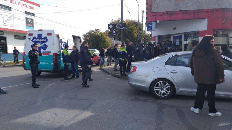 Un policía mató a un ladrón que intentó robar en un local de pagos