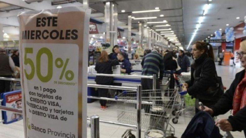 """¿Se acaban los """"supermiércoles"""" con descuentos de 50% en compras con tarjeta?"""