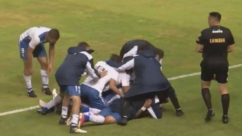 Alvarado se tomó su tiempo y volvió a sumar de a tres en el Mundialista