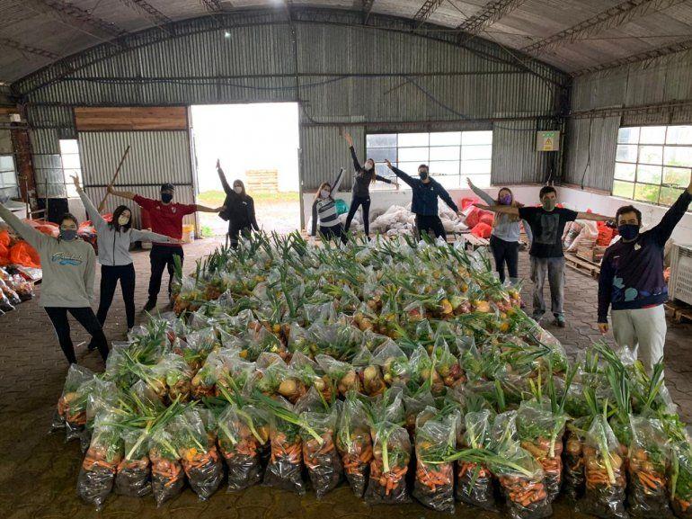 Donaron 270 bolsas de frutas y verduras en distintos barrios de la ciudad
