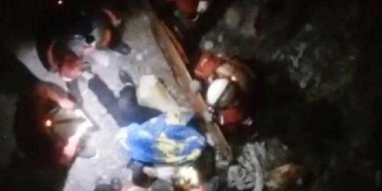 Una mujer escapaba de un violador y cayó de un puente: está grave