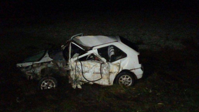 Rutas trágicas: conductor murió tras chocar en auto contra un camión
