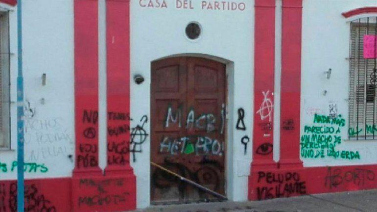 Realizaron pintadas en la UCR y el Gobierno provincial mostró su repudio