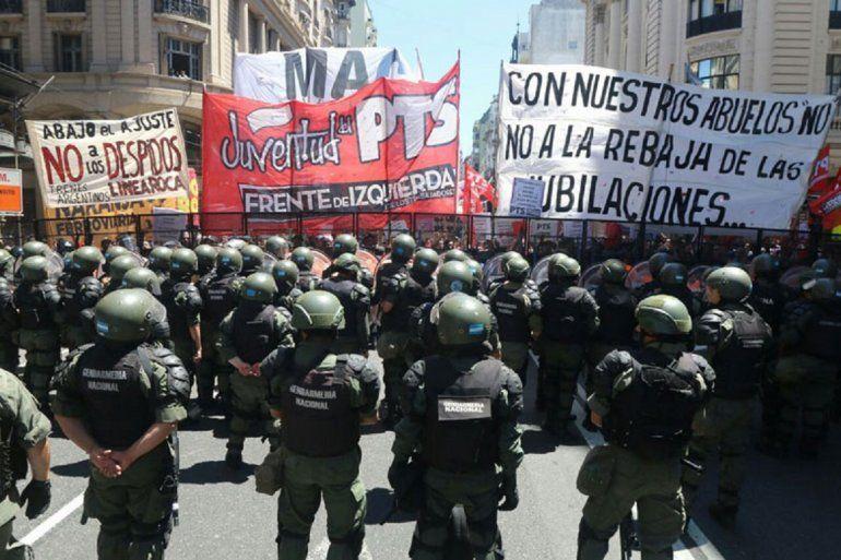 Resultado de imagen para represion por la reforma previsional