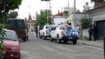 Hallaron armas de fuego y detuvieron a dos hombres que intentaron fugarse