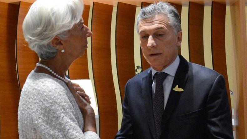 """El FMI """"reexaminará el cronograma del programa financiero"""""""