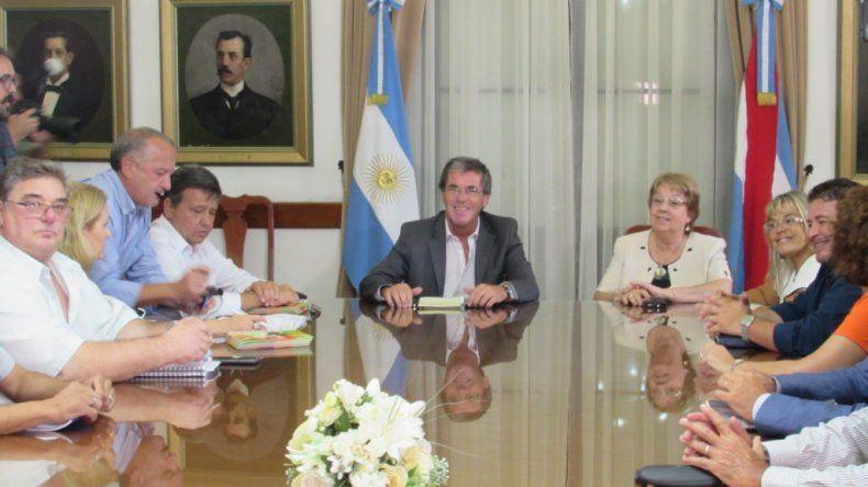El gobierno entrerriano recibe otra vez a estatales y docentes