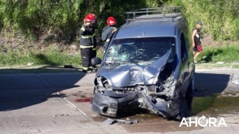 8a7deec8f4b7b Una camioneta impactó contra una columna  hay tres heridos