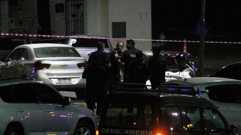 Un comisario murió en un tiroteo entre policías