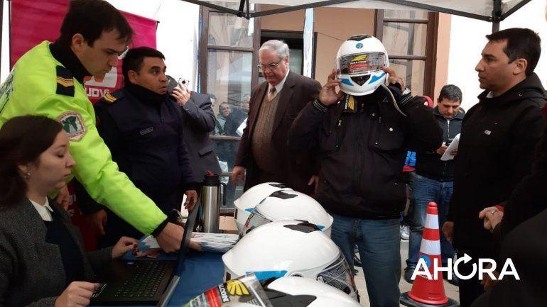 Exitosa entrega de cascos en Casa de Gobierno