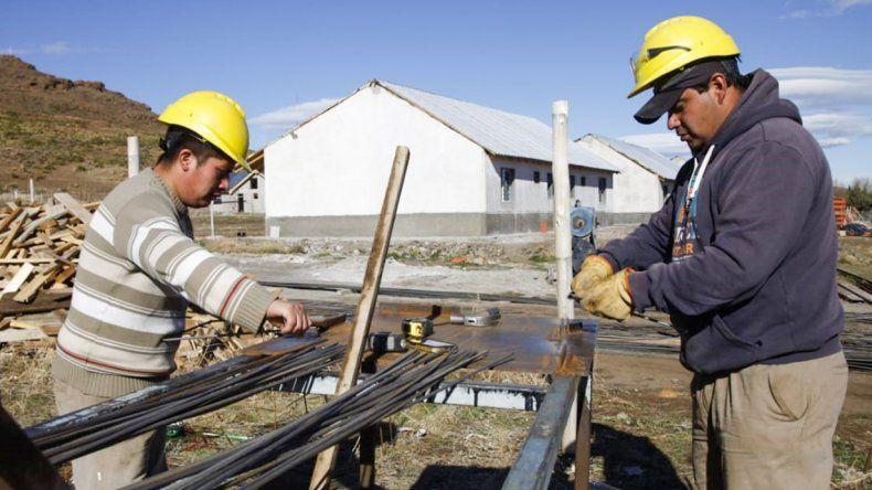 Buscan cambios en planes sociales: beneficiarios trabajarán para cobrar un salario mínimo