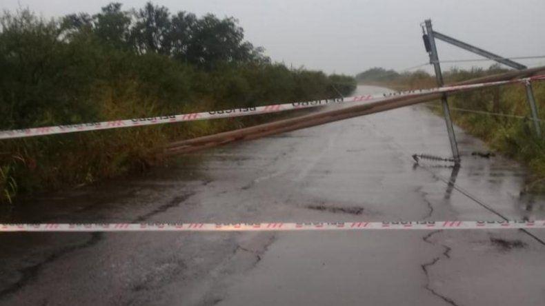 Advierten que cayeron postes de alumbrado público en la Ruta 18