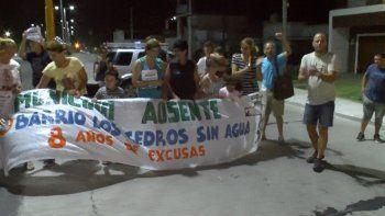 Vecinos del B° Los Cedros se manifestaron por la falta de agua en la zona