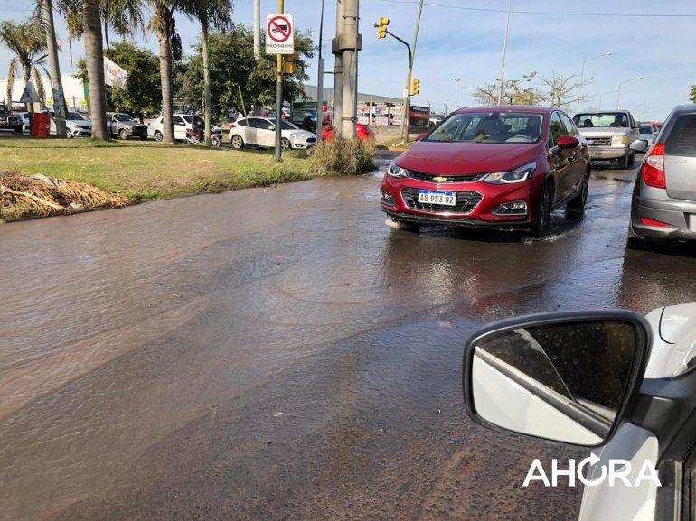 Un paranaense quiso hacer una conexión ilegal de agua e inundó todo el barrio