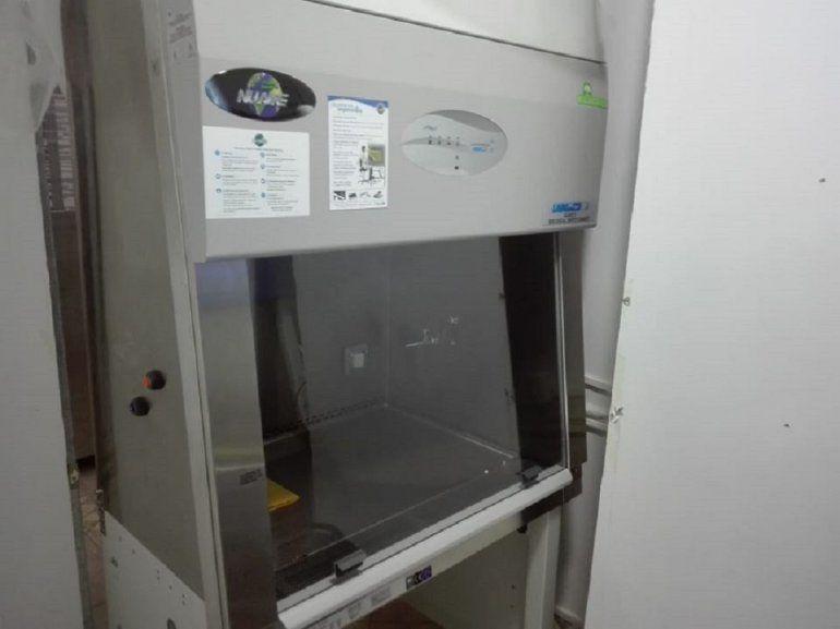 Se instaló una nueva cabina de seguridad biológica en el Laboratorio de Epidemiología