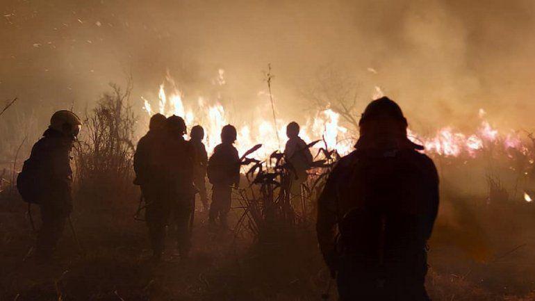 Impactantes imágenes de los incendios en islas de Santa Fe