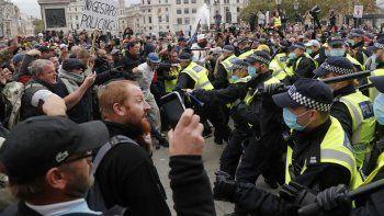 La Policía británica dispersó una protesta anticuarentena en Londres