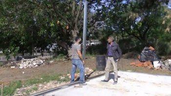 Avanza la construcción de la casa de Oscar: necesitan chapas