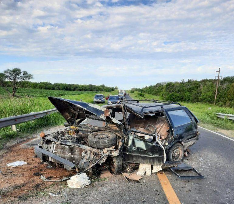 Un automóvil protagonizó un impactante accidente en la ruta 12