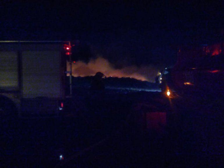 Tras casi 10 horas de trabajo, los bomberos apagaron el fuego en el Ecoparque