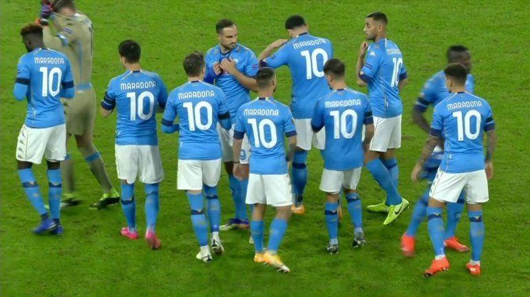 Los jugadores de Napoli salieron a la cancha con camisetas Nº 10