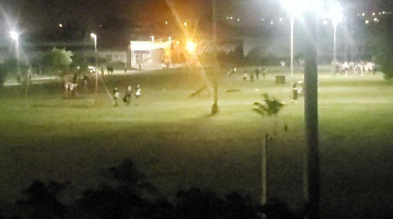 Unos 300 estudiantes festejaron el final de las clases en espacios públicos de Paraná