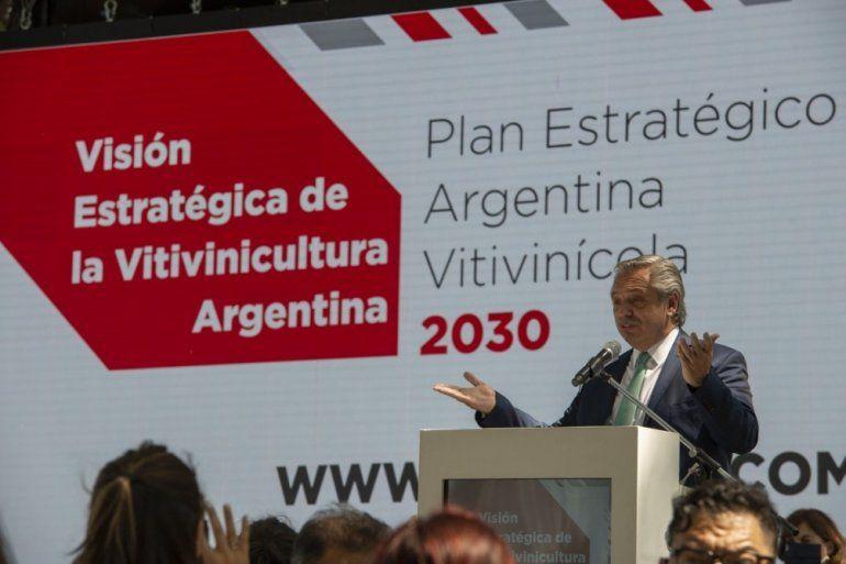 Fernández busca que los productos industrializados paguen menos retenciones