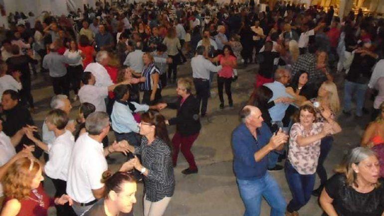 Denuncian en redes una multitudinaria fiesta con adultos mayores en Crespo