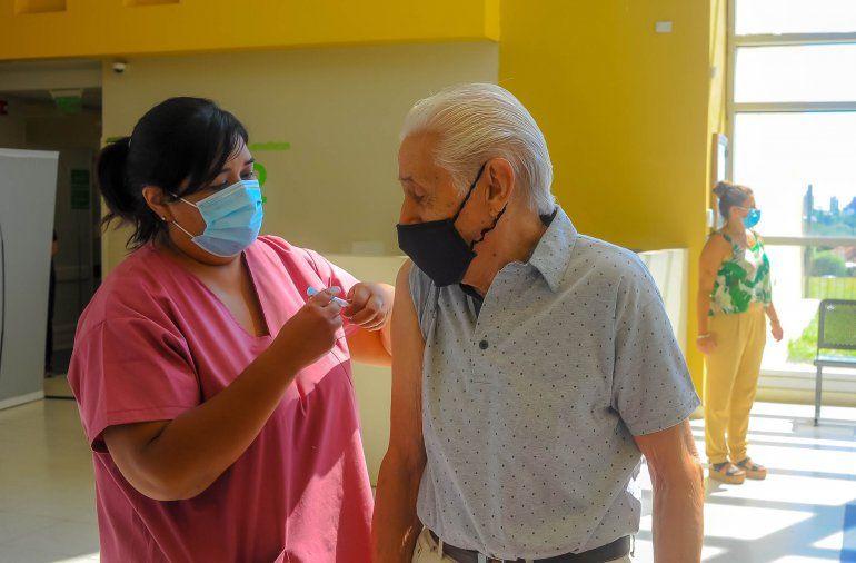 Esta semana comenzarán a vacunar a mayores de 60 años en Entre Ríos